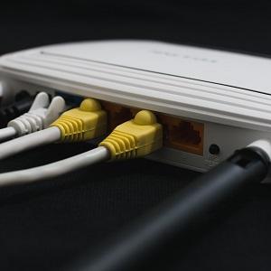 Tietoliikenneyhteydet