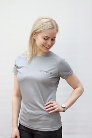 Naisen tekninen T-paita